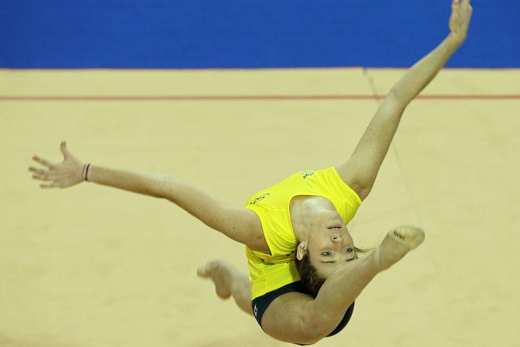 Brasileiras treinaram nesta sexta-feira, véspera do início das competições da ginástica rítmica
