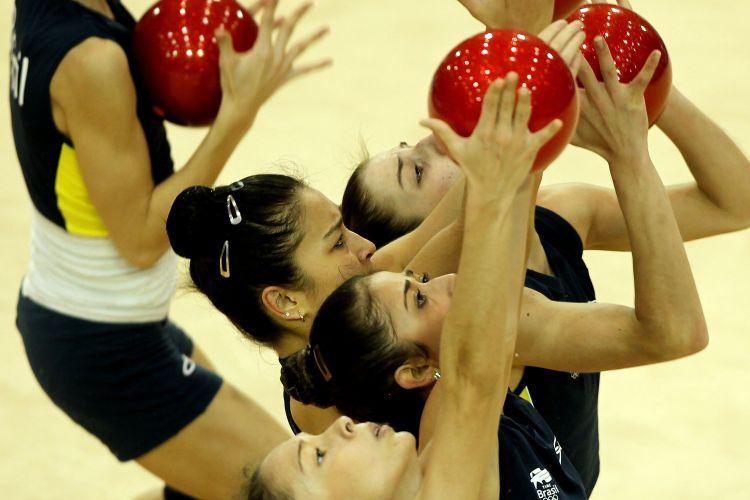 Brasileiras da ginástica artísticas treinam na véspera do início da competição nos Jogos Pan-Americanos