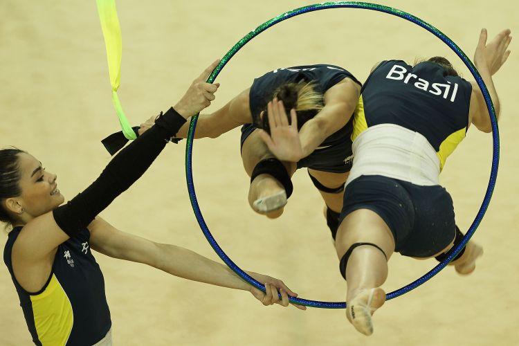 Equipe brasileira de ginástica rítmica treina antes do início das competições no Pan-2011