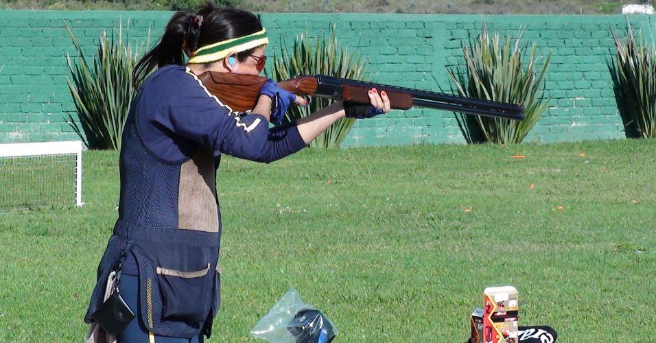 Janice Teixeira participa de treino na fossa olímpica no primeiro dia ensolarado em Guadalajara desde que a delegação de tiro chegou