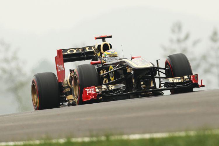 Bruno Senna acelera sua Renault pelo circuito de Yeongam durante o treino de classificação para o GP da Coreia do Sul. Brasileiro largará em 15º