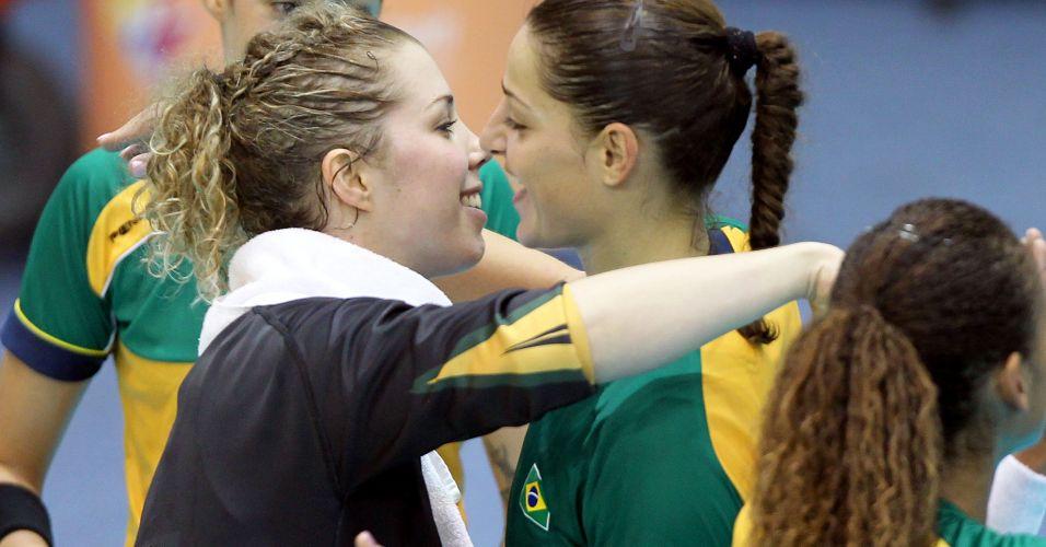 Barbara e Duda comemoram vitória brasileira sobre os Estados Unidos no Pan