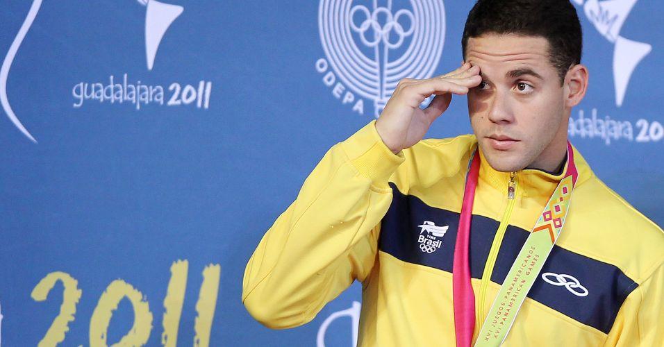 Thiago Pereira participa de cerimônia de premiação para receber a medalha de ouro em Guadalajara