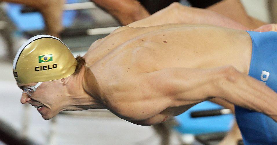 Desde a largada o brasileiro dominou a prova e venceu com facilidade os 100m livre