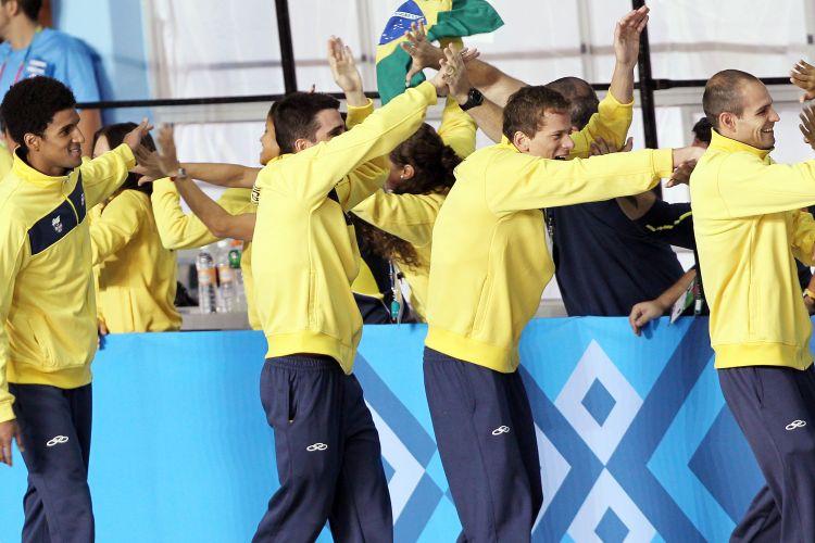 Nicolas Oliveira, Bruno Fratus, Cesar Cielo e Nicholas Santos conquistaram o ouro no 4x100m livre