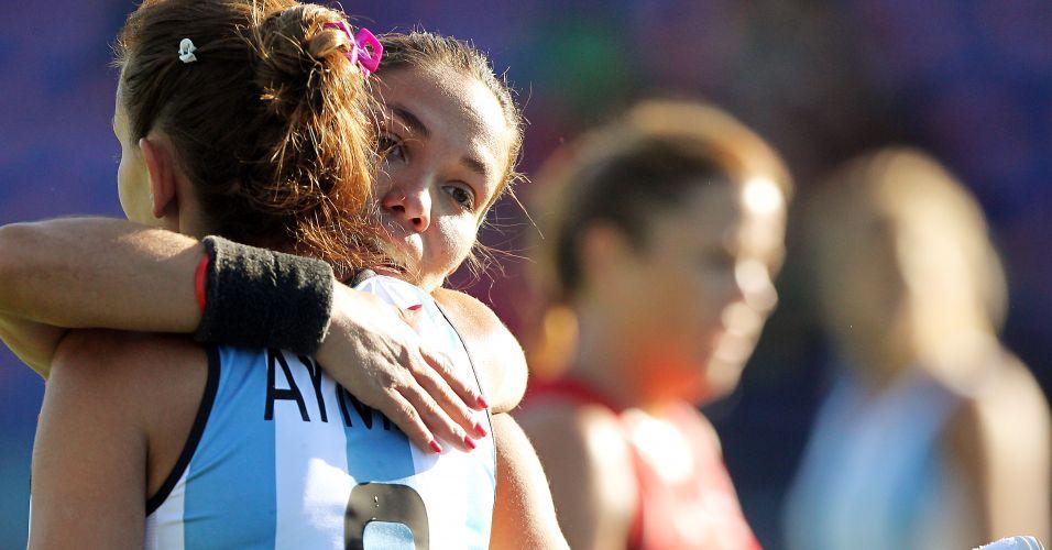 Agustina Garcia e Luciana Aymar celebram gol da Argentina sobre Trinidade e Tobago no Pan de Guadalajara