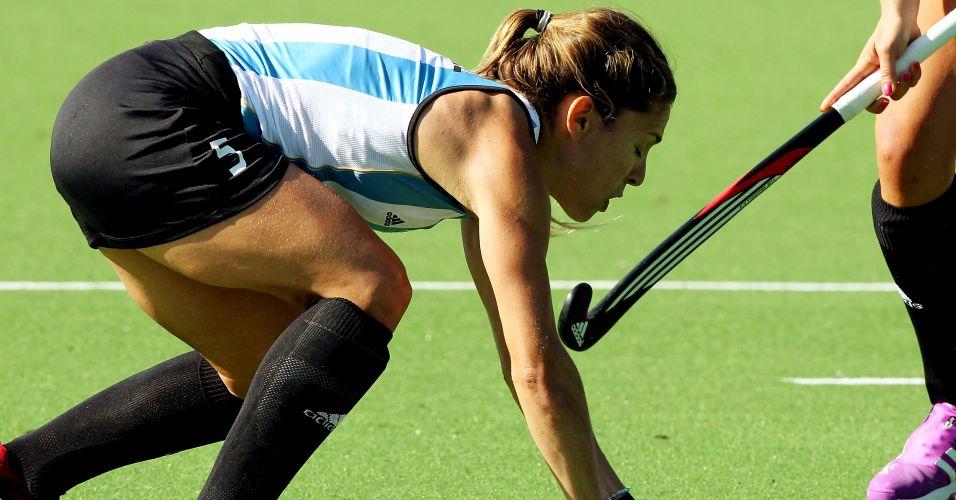 Ana Macarena Rodriguez tenta jogada na estreia do hoquei na grama feminino da Argentina no Pan