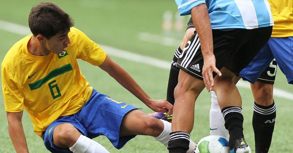 Henrique Miranda tenta desarmar jogador argentino no Pan de Guadalajara