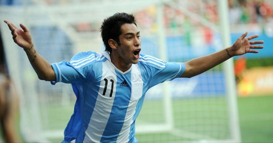 Sergio Araujo comemora o gol de empate da Argentina contra o Brasil, jogo terminou com placar de 1 a 1