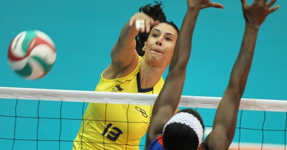 Oposto Sheilla supera o bloqueio cubano e marca ponto para o Brasil na decisão do Pan