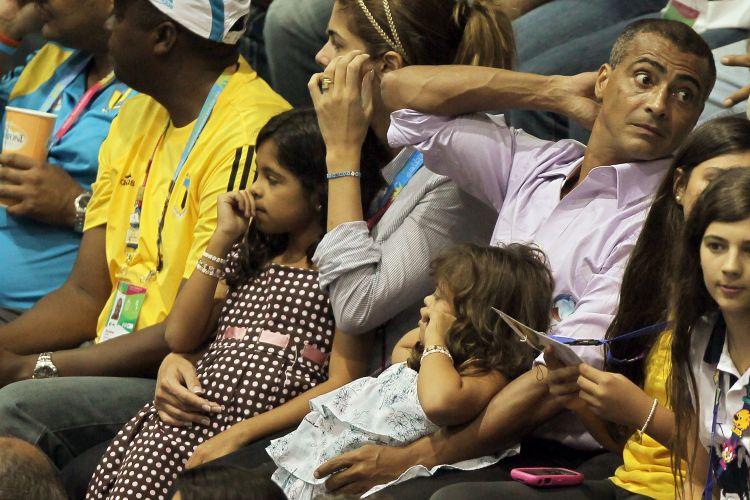 O ex-jogador Romário, em Guadalajara para comentar o futebol pela Record, esteve no ginásio para prestigiar a decisão do vôlei feminino