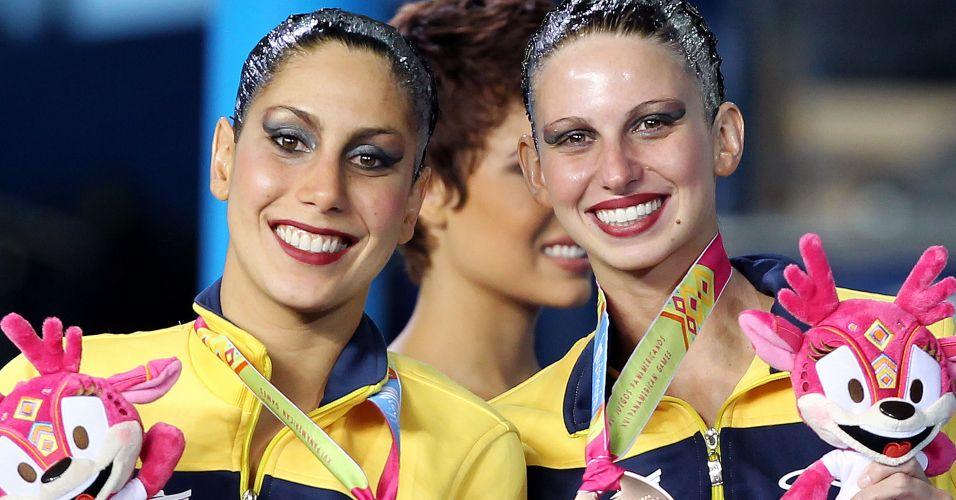 Lara Teixeira e Nayara Figueira exibem o bronze obtido no dueto do nado sincronizado em Guadalajara