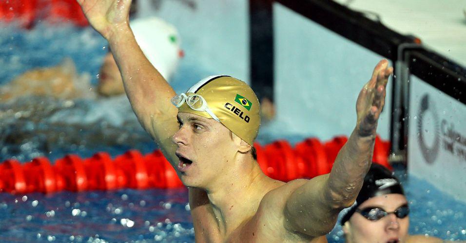 Cesar Cielo vibra com a vitória do revezamento 4x100 medley
