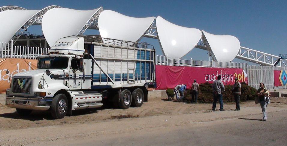 O estádio de atletismo foi a obra mais atrasada dos Jogos e ainda realiza suas últimas obras do lado externo