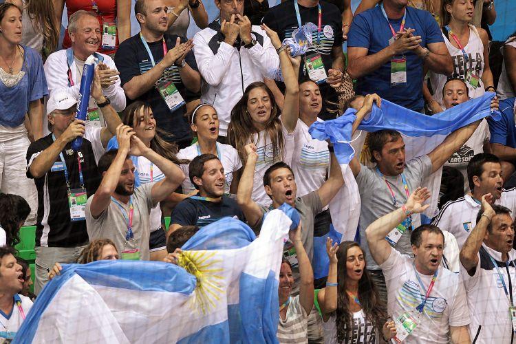 Torcida argentina fez muita festa nas arquibancadas durante o jogo decisivo contra o Brasil