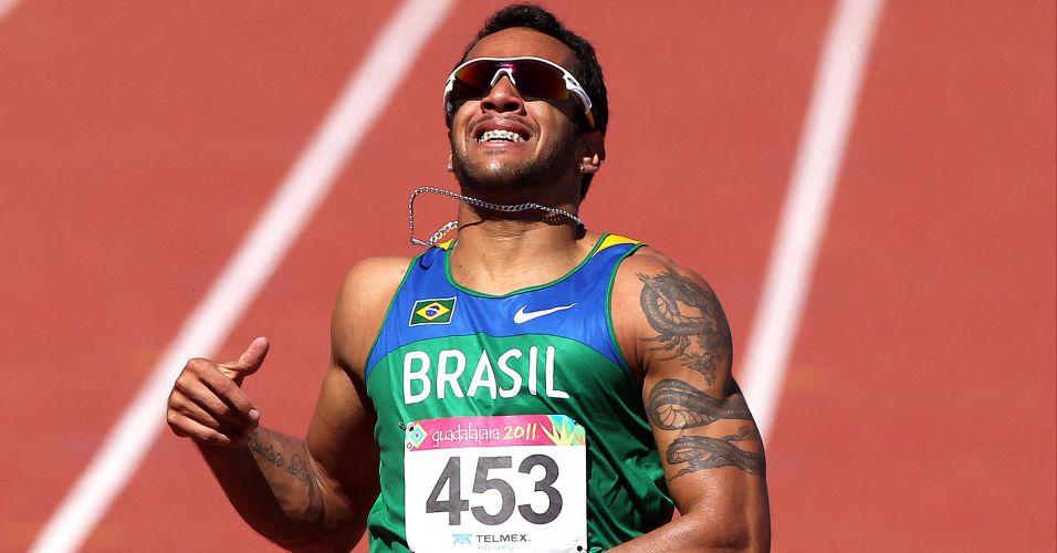 Bruno Lins fecha sua bateria na preliminar dos 200 m com o melhor tempo