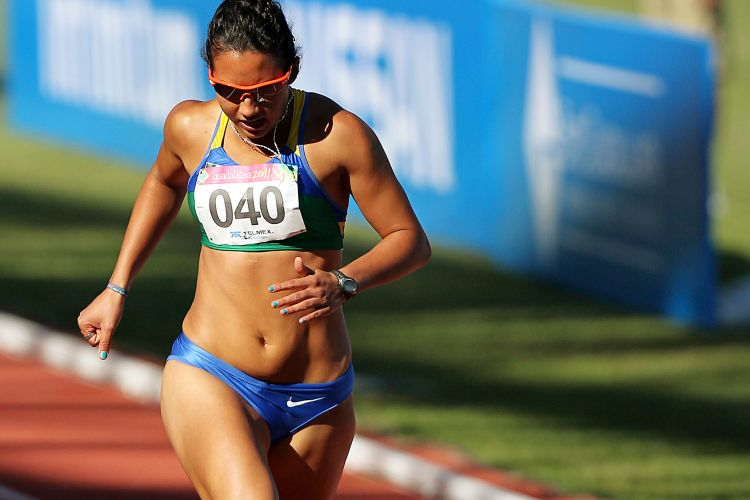 Vanda Gomes chegou em 3 lugar em sua bateria de semifinal dos 200 m rasos, com o tempo de 23s23