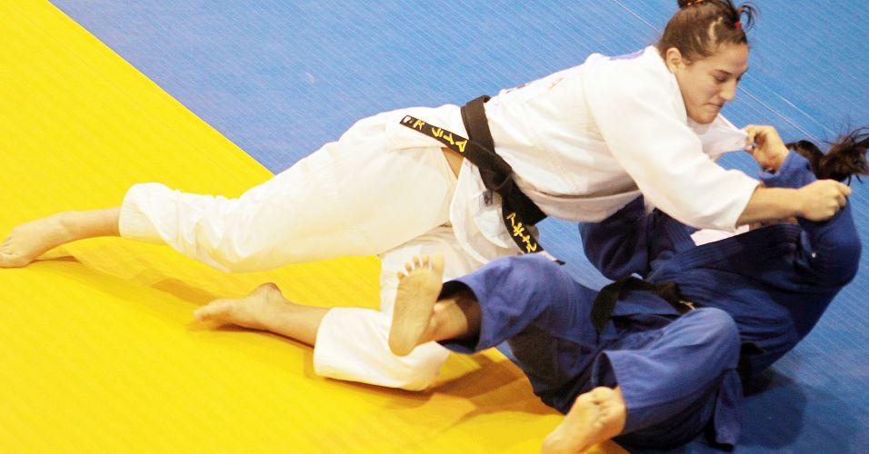 Mayra Aguiar consegue vitória por ippon para conquistar a medalha de bronze no Pan
