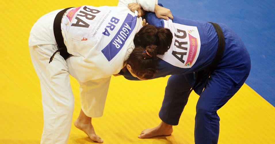 Mayra Aguiar tenta ippon sobre a argentina Lorena Andrea Briceño para conquistar a medalha de bronze no Pan