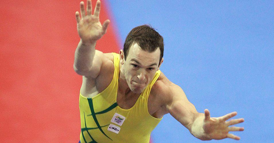 Brasileiro Diego Hypolito fez boa apresentação no salto e conquistou sua terceira medalha de ouro no Pan-Americano de Guadalajara