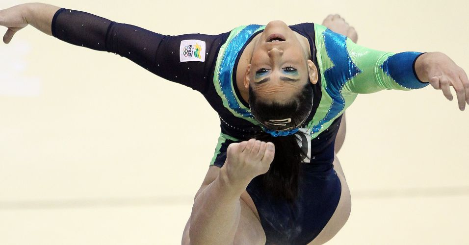 Daniele Hypolito sofreu uma queda, mas ainda assim conquistou a medalha de bronze na trave nas finais por aparelhos