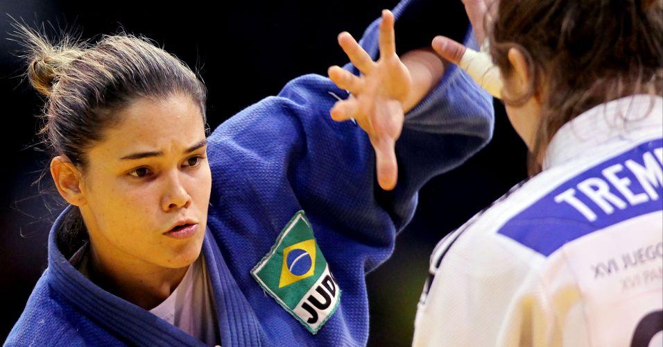 Katherine Campos (de azul) não conseguiu medalha no Pan; ela perdeu a decisão do bronze para a Stéfanie Tremblay, do Canadá