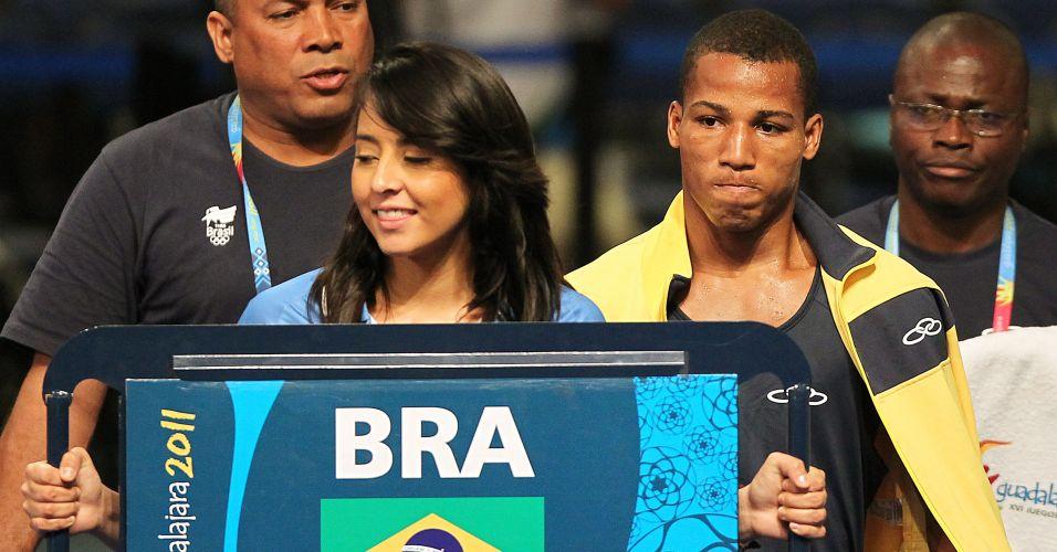 Robson Conceição entra no ringue para a final da categoria até 60kg; ele foi derrotado por cubano e ficou com a prata