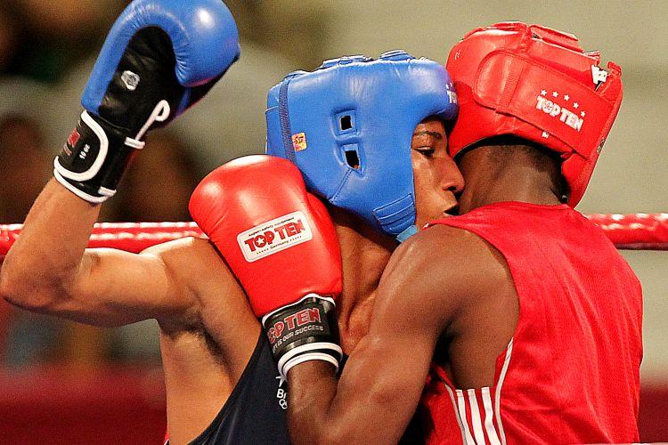 Clinch na luta entre Robson e cubano; caribenho ficou com o ouro