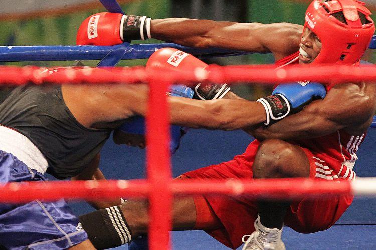 Cubano e Yamaguchi Falcão vão parar no chão durante a final da categoria até 81 kg; Brasil ficou com a prata