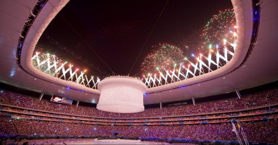 Fogos de artifício marcam o fechamento do Pan, no estádio Omnlife