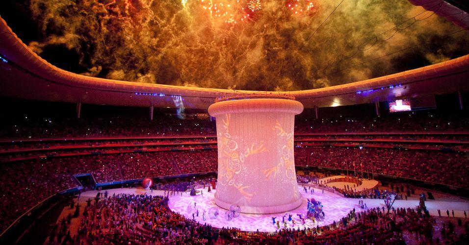 Estádio Omnlife se ilumina com fogos de artifício, em bonita festa de encerramento do Pan-2011