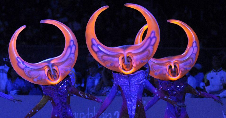 Artistas fazem performance durante festa de encerramento do Pan-Americano no México
