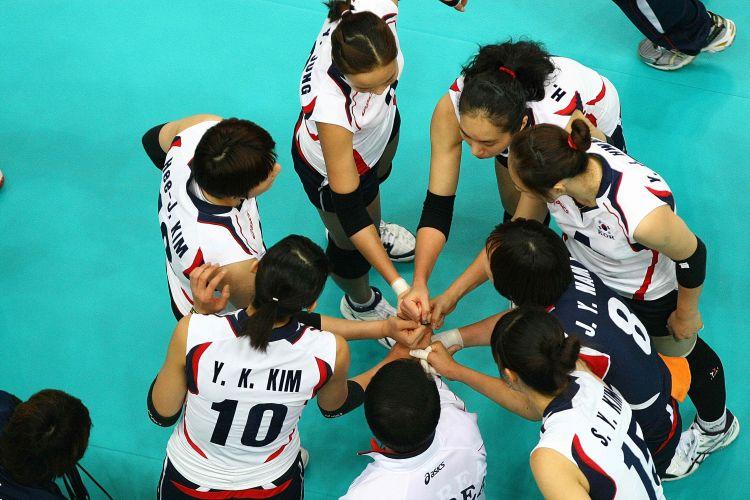 Coreanas se unem durante tempo t écnico na partida contra o Brasil