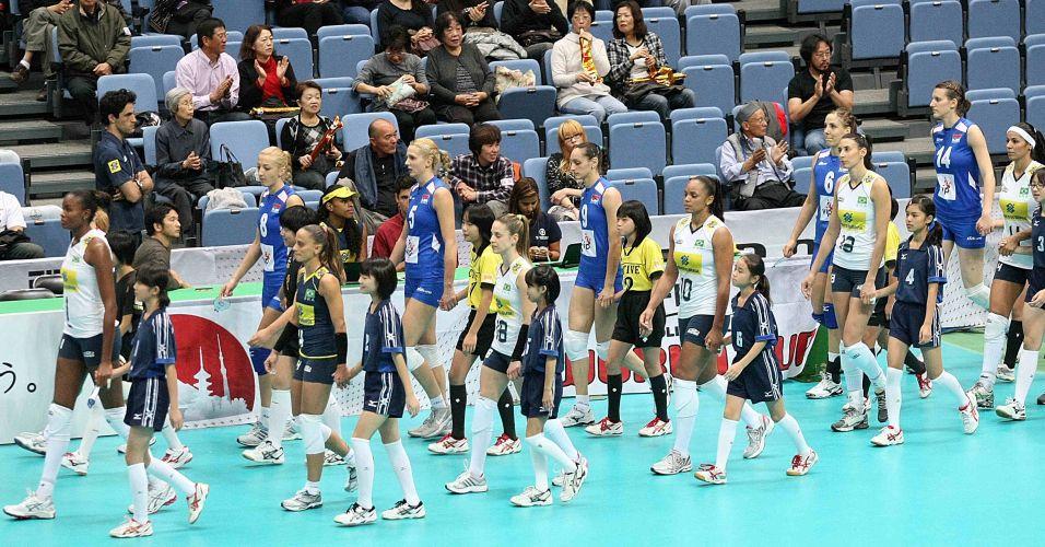 Brasileiras e sérvias entram em quadra para a partida nesta quarta-feira