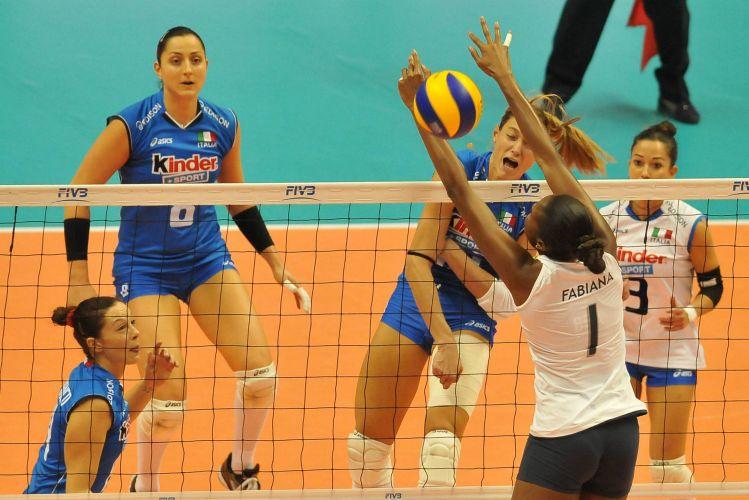 Arrighetti ataca contra o bloqueio de Fabiana na vitória da Itália sobre o Brasil