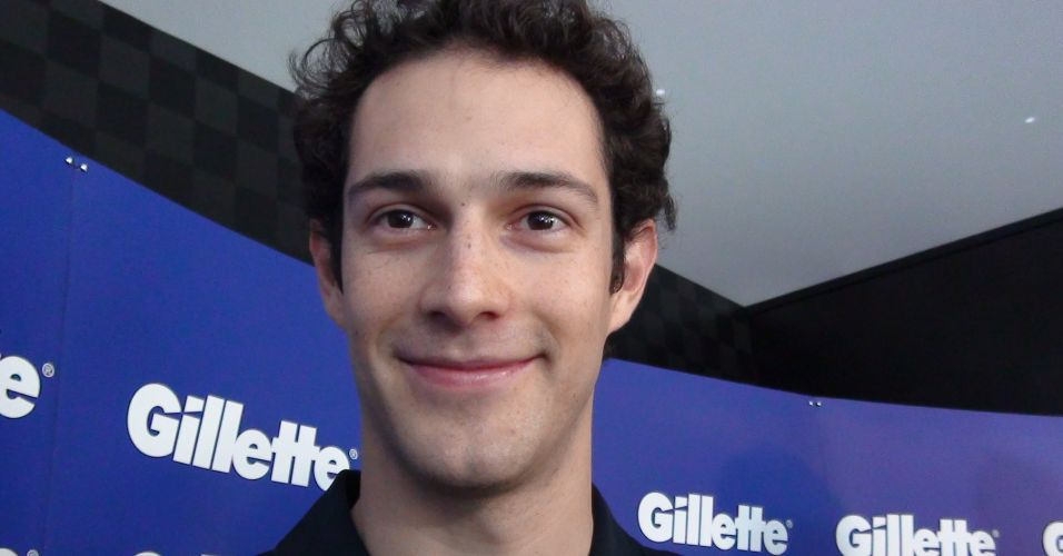 Bruno Senna vence duas corridas e  derrotado em uma pelo tenista Thomaz Bellucci e considera disputa 'injusta' por ser simulador