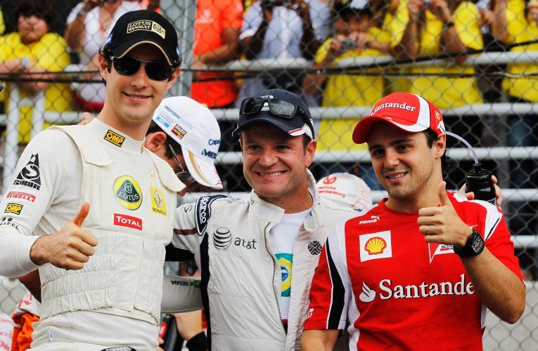 Pilotos brasileiros se reúnem antes do início do GP do Brasil. Bruno Senna, Rubens Barrichello e Felipe Massa posam para fotos