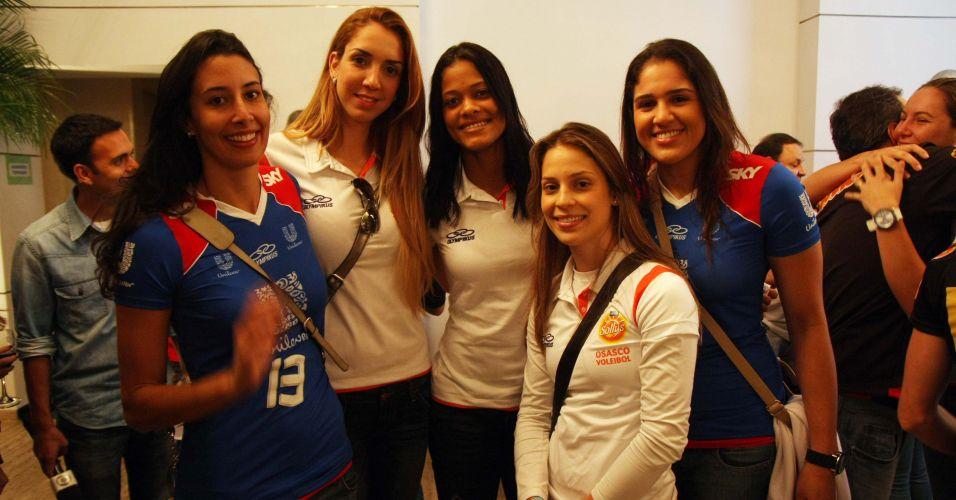 O evento desta terça-feira marcou o reencontro de jogadoras da seleção brasileira como Sheilla, Thaisa, Adenizia, Camila Brait e Natalia (da esq. para a dir.)