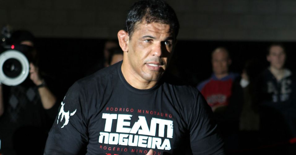 Minotauro faz revanche contra Frank Mir neste UFC 140, em Toronto