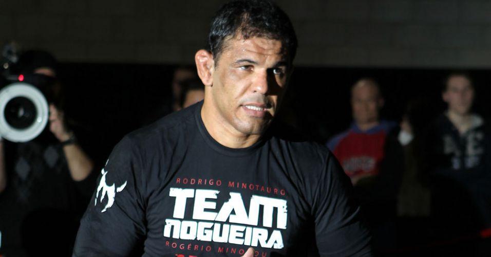 Minotauro faz revanche contra Frank Mir neste UFC 140, em Toronto