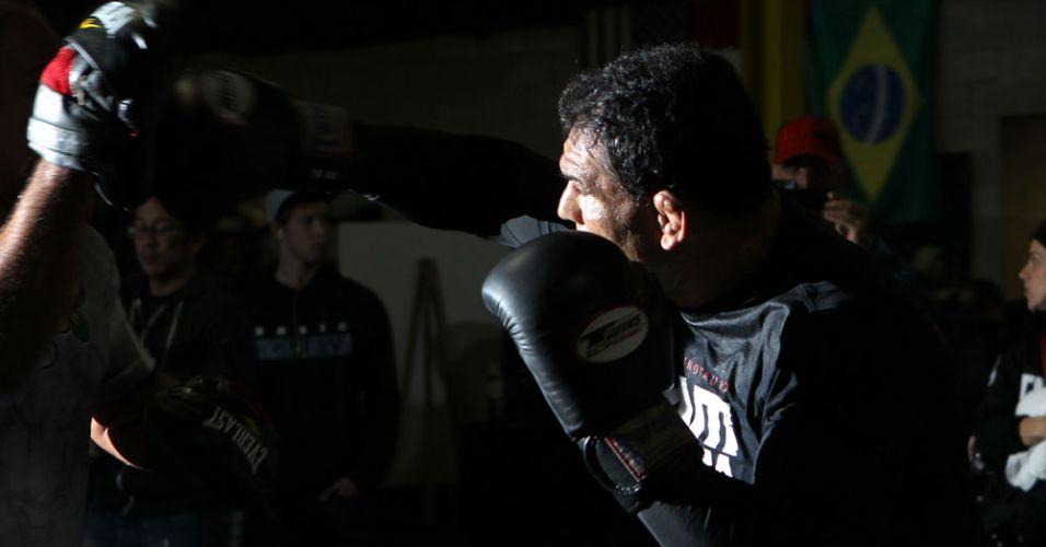 Brasileiro Rodrigo Minotauro faz o treino aberto para o público canadense; veterano faz revanche contra Frank Mir neste UFC 140, em Toronto