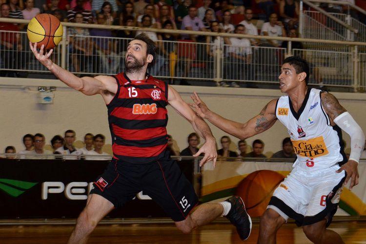 Kammerichs arrisca bandeja pelo Flamengo em partida contra o Joinville