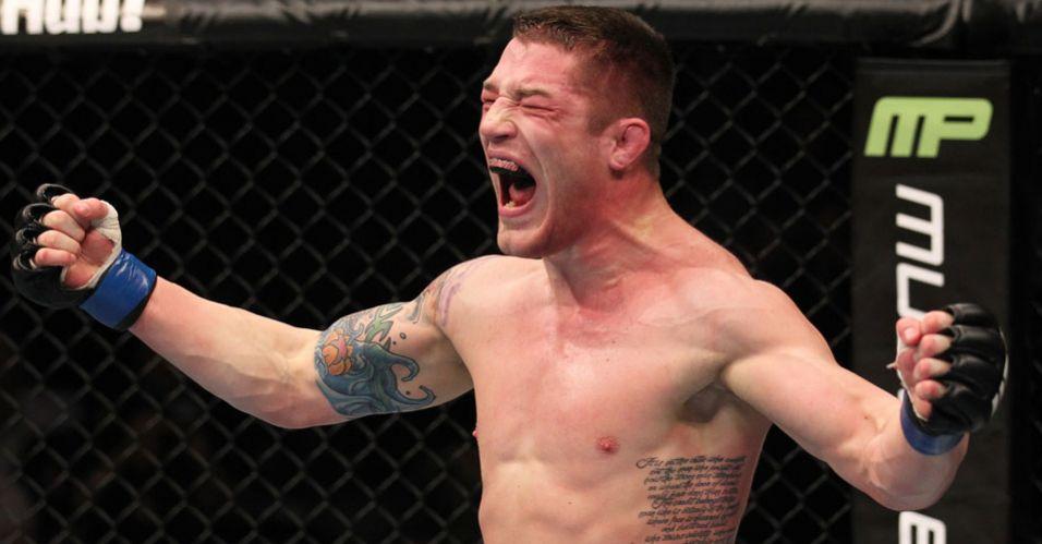Jake Hecht comemora vitória em bela virada sobre Attonito, no UFC 140