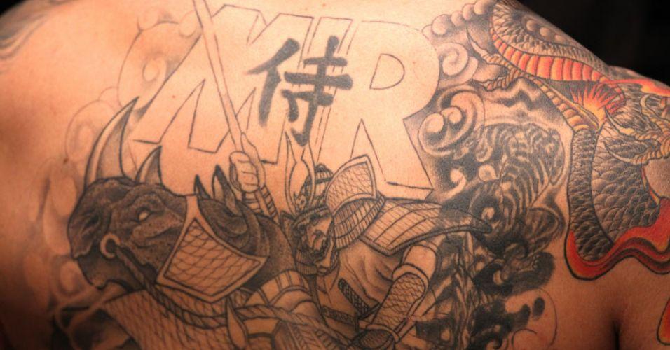 Detalhe das costas tatuadas de Frank Mir, norte-americano que venceu pela segunda vez Minotauro no UFC; Mir fraturou o braço do brasileiro com sua finalização