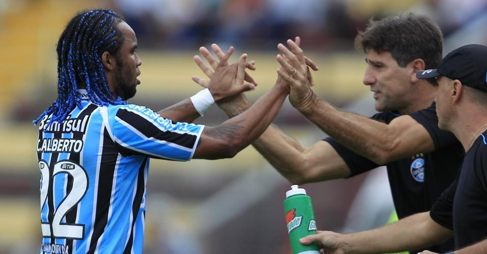 Carlos Alberto chegou ao Grêmio como aposta, visto com ressalvas pelo passado de confusões em quase todos os clubes pelos quais passou. No Sul, não fez diferente. Marcou apenas um gol, se desentendeu com rivais e jornalistas e deixou o Olímpico pela porta dos fundos.