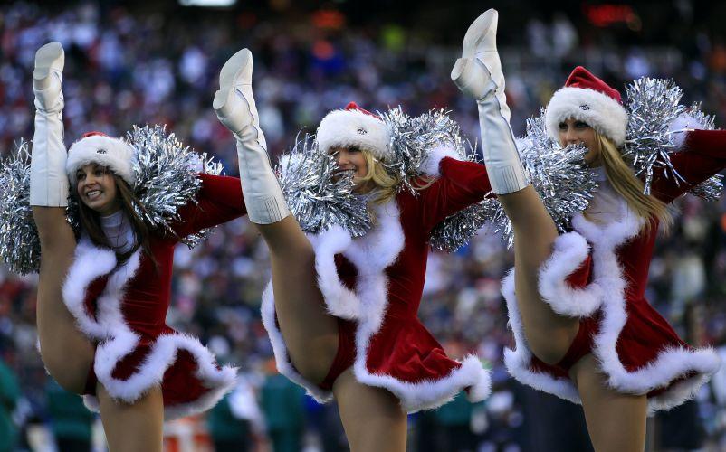 Cheerleaders do New England Patriots, franquia da NFL, agitam o público durante a partida contra o Miami Dolphins.
