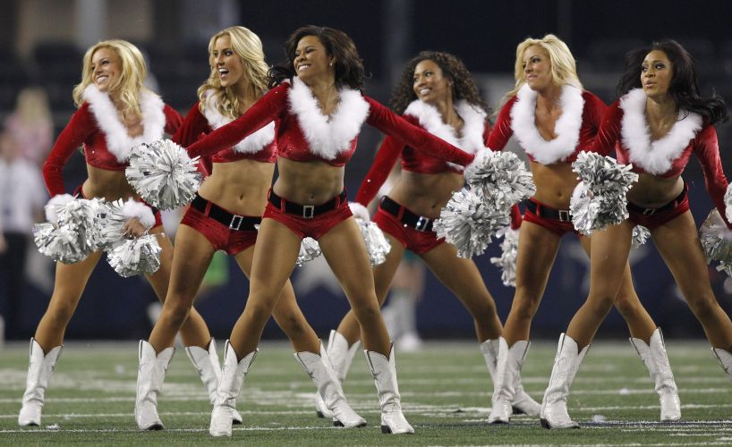 Com direito a shortinhos sensuais, cheerleaders do Dallas Cowboys mostram sua boa forma no jogo contra o Philadelphia Eagles.