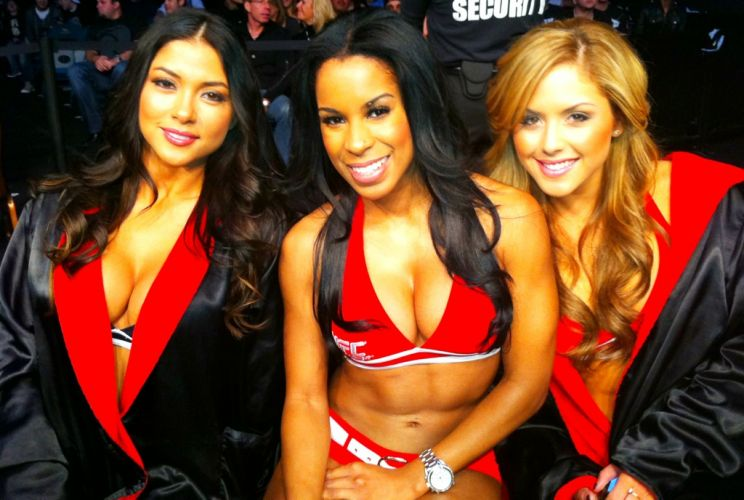 Arianny Celeste, Chandella Powell e Brittney Palmer posam juntas durante o UFC 141, que fecha o ano em Las Vegas