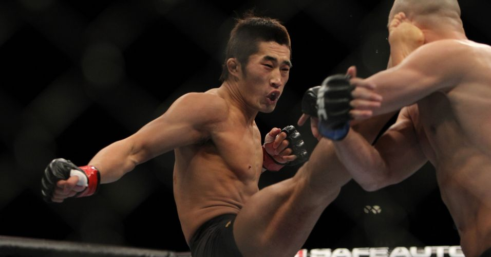 Sul-coreano Dong Hyun Kim chuta Sean Pierson e quase define combate no UFC 141; ele venceu por pontos