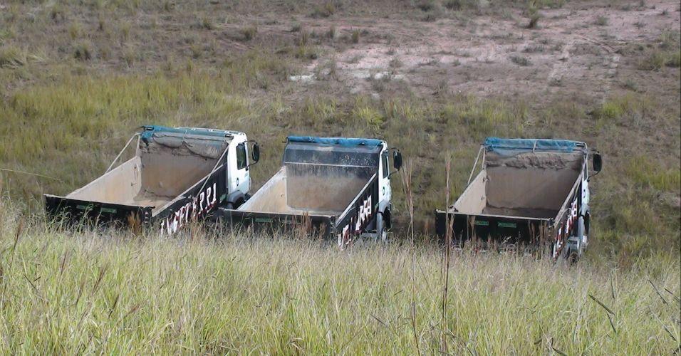 Caminhões finalmente trabalham no futuro estádio do Corinthians